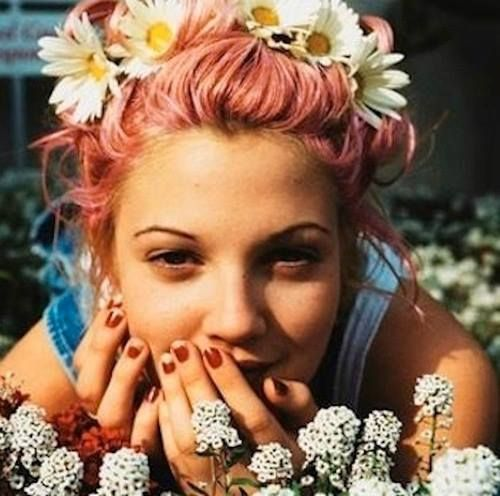 pink hair and daisy hair band with dungarees and white vest top cute quirky vintage retro 90's inspired fashion for summer alice Drew Barrymore, pioneering flower wreaths