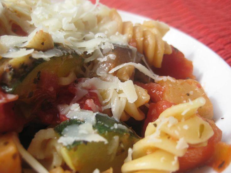 {Yummy} Recipe: Summer Squash Pasta | http://dontwastethecrumbs.com/2012/06/yummy-recipe-summer-squash-pasta/