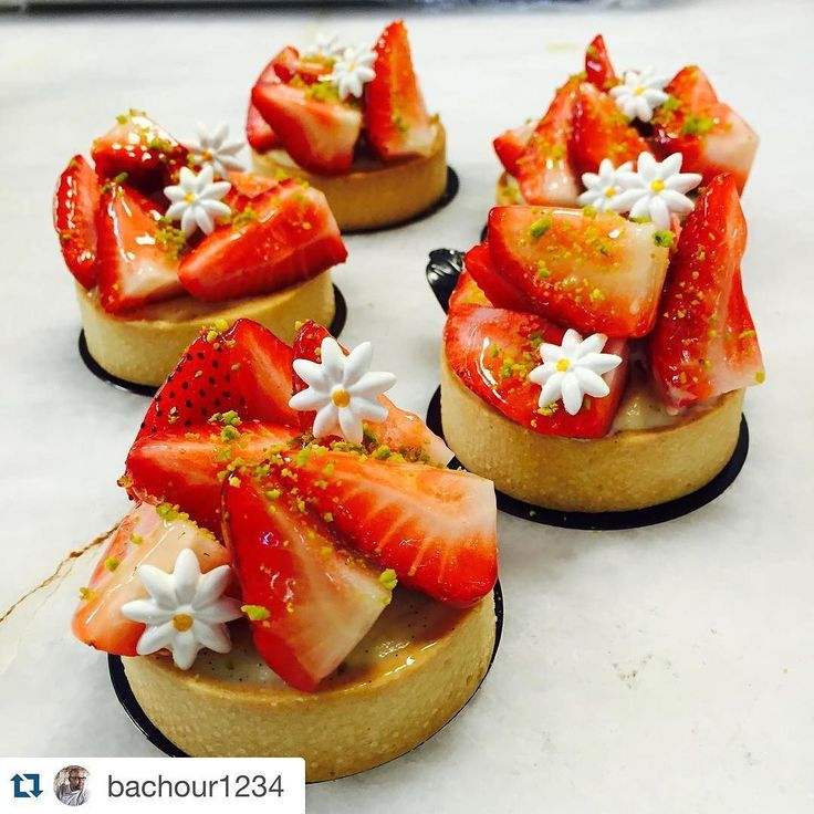 PCB Creation daisies looks great on these strawberry tarts!  #auifinefoods #strawberrytart #nofilter #yum #daisies #summerdessert  Strawberry tart at @bachour_bb #chefsroll #Bachour #bachourchocolate #bachourchocolatebook #bachoursimplybeautiful #chocolate #theartofplating #chefstalk #chefsofinstagram #gastroart #antoniobachour #bachour1234 by auifinefoods