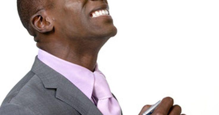 Estilos e cortes de cabelo para homens afrodescendentes. Os homens afrodescendentes, muitas vezes, possuem cabelos grossos que podem se tornar incontroláveis e difíceis de arrumar. Se você estiver lutando com dificuldades com os fios rebeldes, é possível tentar alguns penteados masculinos e cortes que potencializam o seu melhor visual. Sejam os cabelos modernos ou as versões contemporâneas de clássicos ...