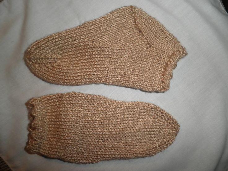 CALCETINES DE PERLÉ PASO A PASO      Nos apetecía recordar como se tejen los calcetines y de paso os hemos preparado este TUTORIAL a dos a...
