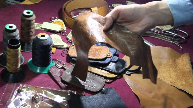 Fabricamos diferentes modelos de llaveros de cuero y fundas para guardar las llaves de piel con distintos dibujos y fraces. Todos nuestros productos estan hechos a mano!! Tambien hcemos trabajo por pedidos, deseñamos los modelos y formas de llaveros y dibujos. Nos puede seguir en Pinterest: https://es.pinterest.com/bonaterrasou... Barcelona (España) +34 669 569 236 +34 664 806309
