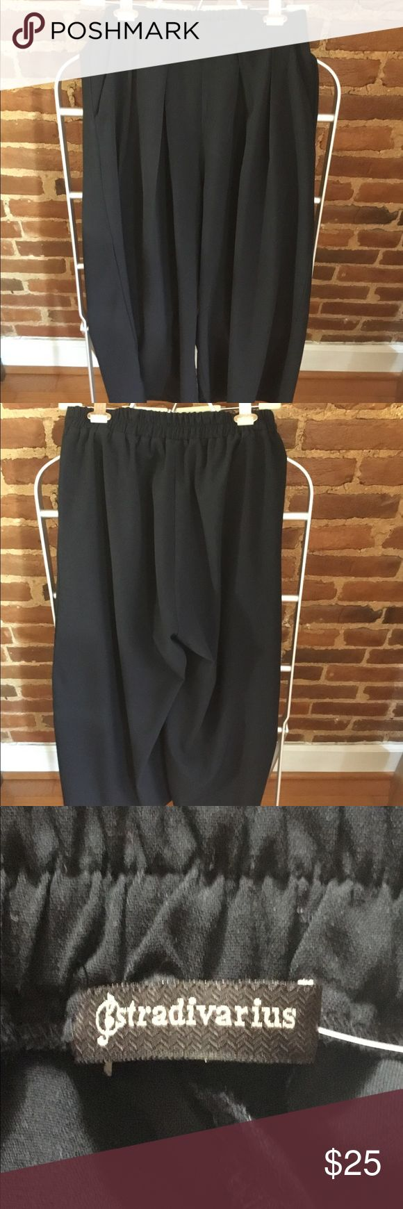 """Dk Navy Blue Wide-Leg Crop Pant Stylish pant/trouser with cropped wide-legs and 2 side pockets.  Can be dressed up or down with flats, heels or boots.  POINT OF NOTE: Size as marked on tags but may fit smaller APPROX. SIZE:  US/EUR M  LENGTH:  34"""" DETAILS:  Front pleats, partial elastic waist CONDITION:  Excellent From a smoke-free and organized closet home. stradivarius Pants Ankle & Cropped"""