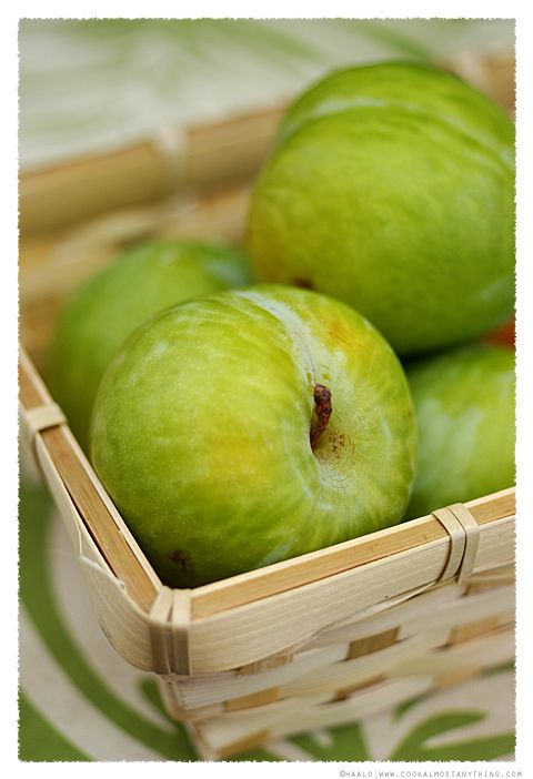 Apples. So delish and good for you! Dr Oz recommends and apple a day.