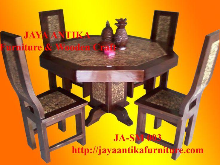 Kode : JA-SM003d Nama : Set Meja Makan Koin Jati Segi Delapan    Set Meja makan Koin Jati Segi Delapan produk dari Jaya Antika, terbuat dari kayu pilihan yang dikerjakan oleh tukang kayu yang sangat profesional dalam pembuatan set meja makan.Se