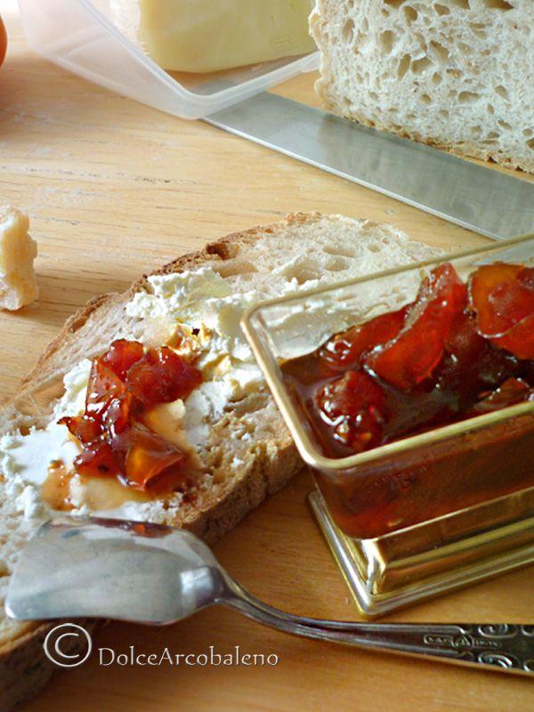 La marmellata di pomodori rossi ha un gusto intrigante che non vi aspettate .Per un aperitivo tutto da .. stupire! The jam of red tomatoes has an intriguing flavor that you do not expect .For an aperitif all by amaze ..! #sottovetro