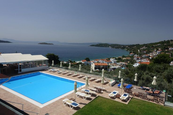 Hotel Rene || In an olive grove on the outskirts of Skiathos Town, 200 metres from Megali Ammos beach, Hotel Rene features a swimming pool and a snack bar.