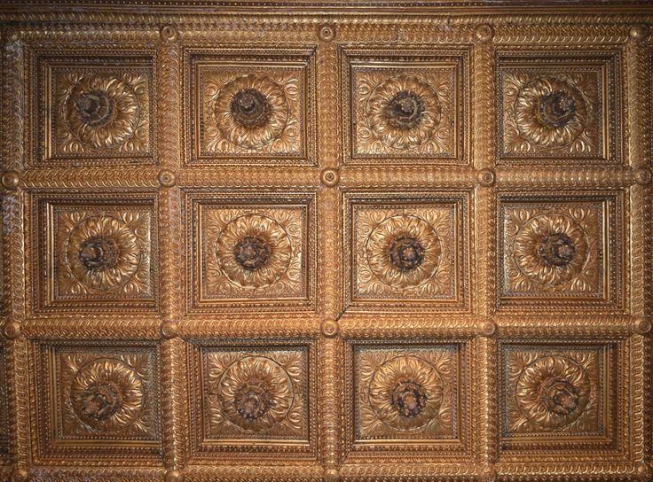 Soffitto ligneo dorato nel Palazzo Ducale di Sabbioneta, Mantova, Italy
