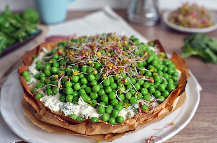 Jarní koláč s bylinkovým tofu krémem a hráškem | Veganotic