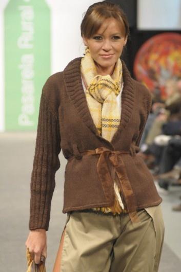 En Camora puedes encontrar tejidos realizados a mano y en lana natural de oveja, con una calidad inigualable tanto en prendas de vestir como en decoración.