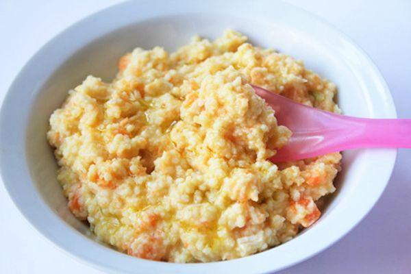 cuscus de pollo, tomate, pepino, queso y huevo