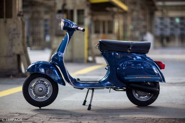 Vespa Primavera ET3, 1981, 1'188 Km, O-Lack, original condition, conservata. Over 70 more pictures here: https://ve8pa.ch/2016/06/24/the-blue-banana-vespa-primavera-et3-1981-im-o-lack-mit-1188-km/