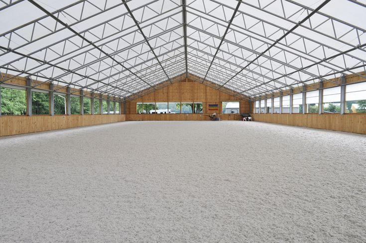Man ka selvfølgelig også gå meget enkelt til værks som her. Tænker på hvordan jeg skal skaffe finansiering til det hele....Indoor arena with great natural light, thanks to the fabric roof. The overall look is a bit busy.
