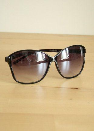Kup mój przedmiot na #vintedpl http://www.vinted.pl/akcesoria/okulary-przeciwsloneczne/18801502-czarno-fioletowe-okulary-muchy-retro-vintage-pin-up-goth-czarne-fioletowe-grunge-minimal-minimalizm