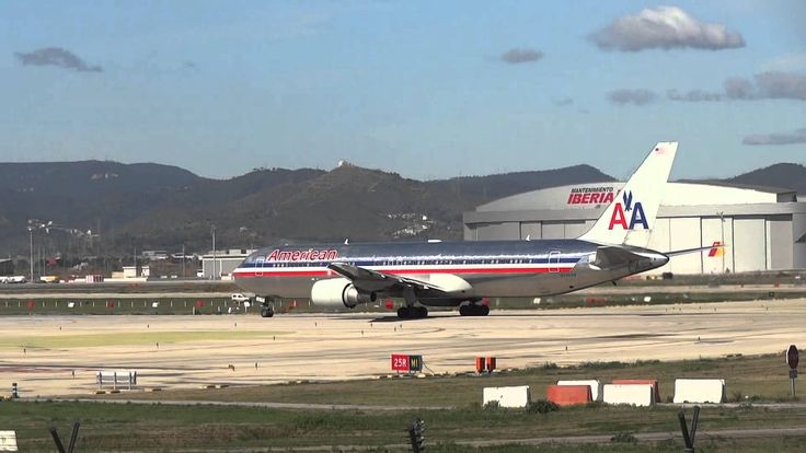 Take off Boeing 767 American Airlines - Barcelona Airport