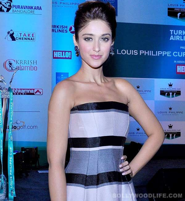 http://www.musicyouluv.com/news/ileana-d%E2%80%99cruz-varun-dhawan-is-so-disconnected-from-the-film-industry,-he-is-honest-and-real!