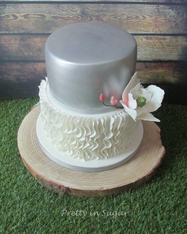 25º Aniversário de Casamento | 25th Wedding Anniversary | Ruffles, Silver and Magnólia topper