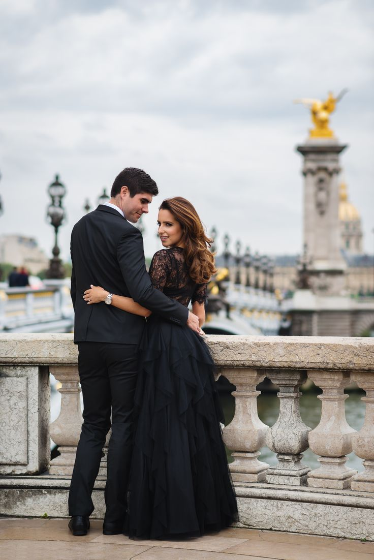 Fashionable couple gazing on the Alexander 3 bridge in Paris. Engagement picture captured by Fran Boloni The Paris Photographer