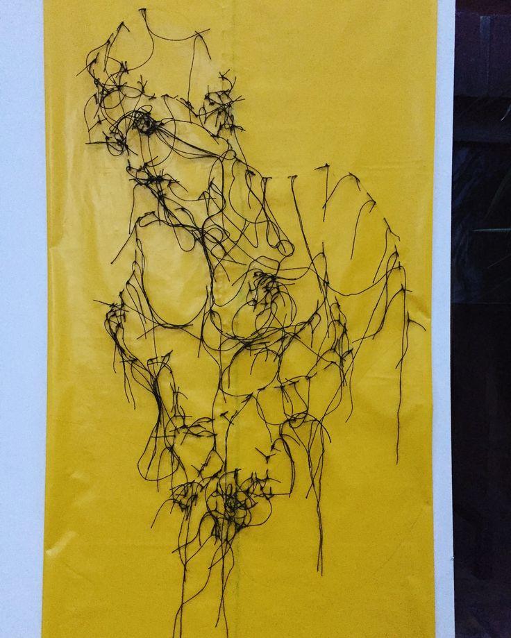 broderie de Guacolda sur sac poubelle jaune