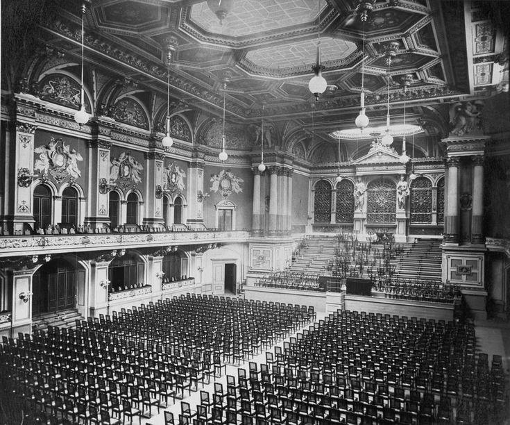 Berlin, Aufnahme des Innenraums der Alten Philharmonie an der Bernburger Straße, welche schwer kriegsbeschädigt in den 50ern abgerissen wurde. Um 1905