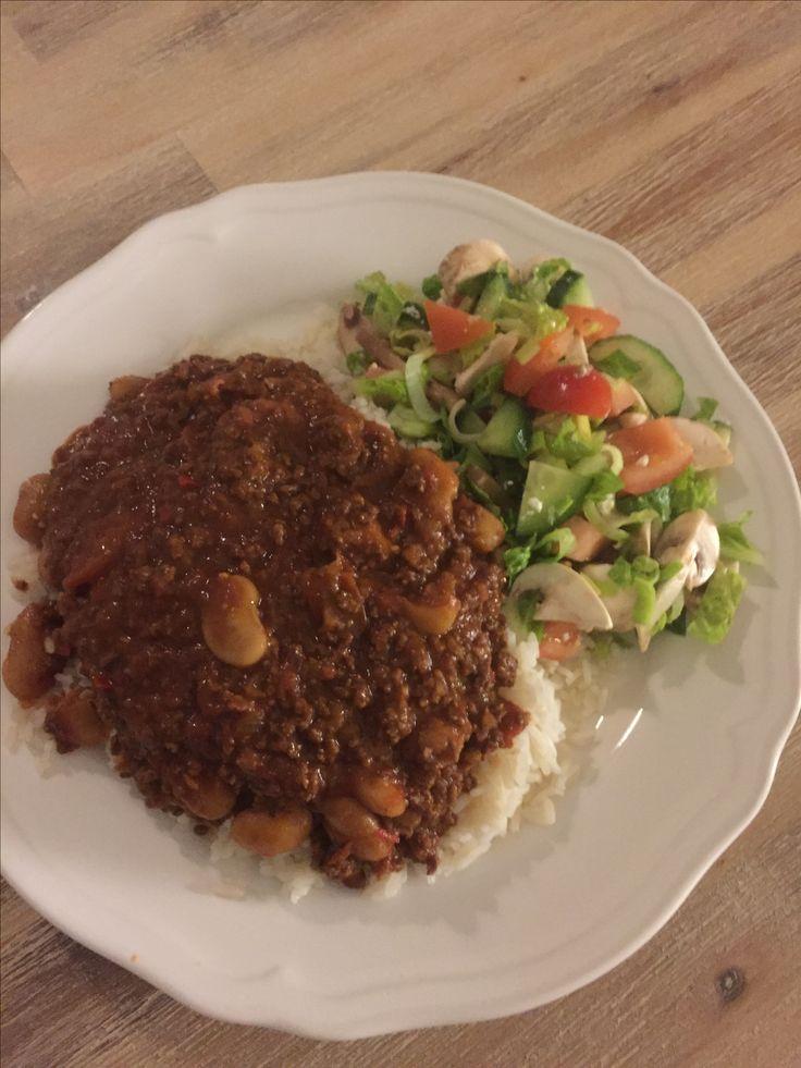 Mustig & het Chili Con Carne; Gjord på 100% nötfärs, gul lök, Jamie Olivers olivolja, röd chili, vitlök, paprikapulver, chilipulver, krossade tomater, köttfond, kalvfond, färska körsbärstomater, stora vita bönor, japansk soya, salt och nymalen svart- & vitpeppar!🇲🇽🍴😍😀🍽🐂🐄🌶🍅🍛🥄🥛 #masseskök #matblogg #middag #middagstips #skåprensning #lunch #lunchtips #maceingkitchen #matporr #foodporn #vardagsmat #KingofHashtags