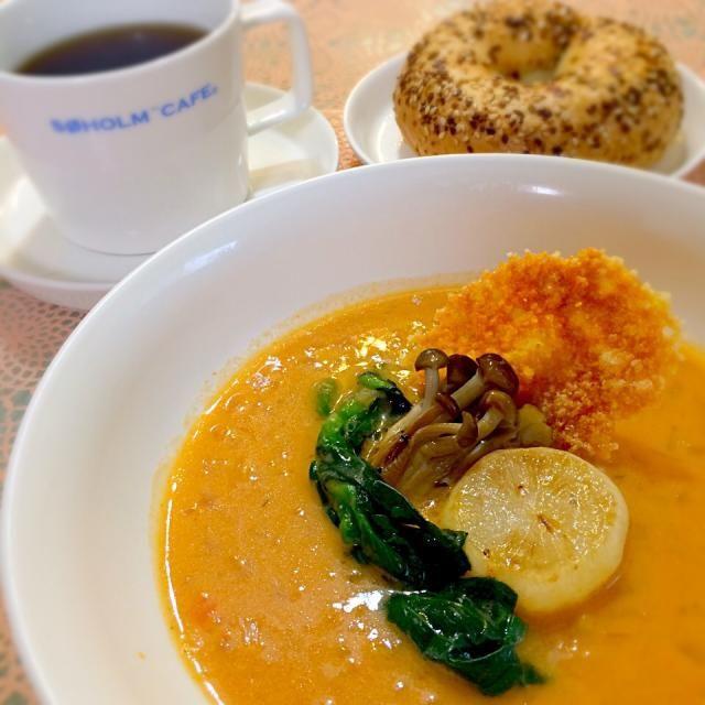 ☆を付けていて、 ずっと作りたかったこのスープ 見よう見まねで作りました    ゆかりさんの写真は どれも芸術的で… 素人の域を遥かに超えてるから なかなか真似出来ないけれど  私も勉強して、 もっと素敵なご飯を 作れるようになりたいな〜✨ - 50件のもぐもぐ - ゆかりさんの料理 桜エビのビスク☆ by yurinecafe