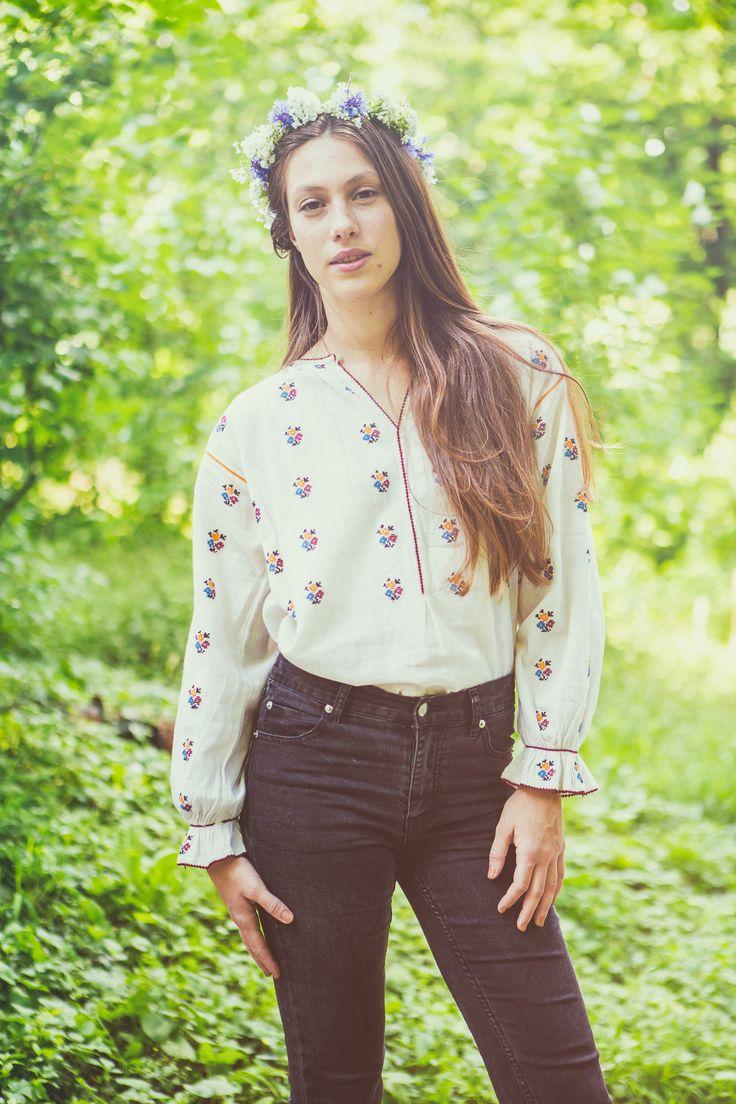 Oana Harabagiu, team member in the Șezătoarea Urbană Association, wearing the romanian blouse.  www.sezatoareaurbana.ro #romanianblouse #romania