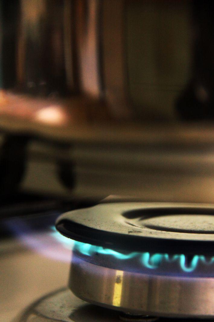 Når det er helt stille og du hører flammene - som sakte varmer vannet.