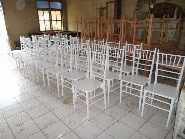 Tiffany chair, Chiavari chair, well manufactured by Jepara Goods Woodworking Studio Indonesia. Kursi Tiffany putih cat duco finishing halus kualitas ekspor.