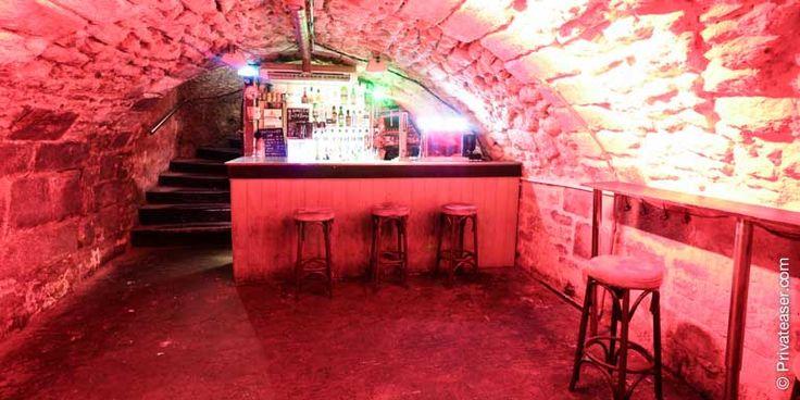 Les Caractères L'endroit préféré des étudiants pour organiser leurs soirées. Pouvant accueillir jusqu'à 200 personnes, ce bar aux prix attractifs est privatisable entièrement ou partiellement. Sur Privateaser les bouteilles sont à 70€ au lieu de 80€. Rendez vous sur www.privateaser.com