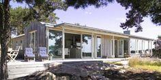 Arkitekttegnet hytte ved sjøen: - Sommerhytta alle drømmer om - Arkitektur