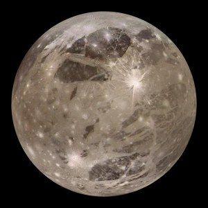Ganímedes es el satélite más grande del Sistema Solar. Su tamaño supera al de Mercurio, aunque tiene menos masa... #astronomia #ciencia