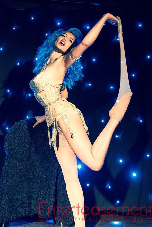Performing at Enterteasement in Glasgow: www.SukkiSingapora.com/blog