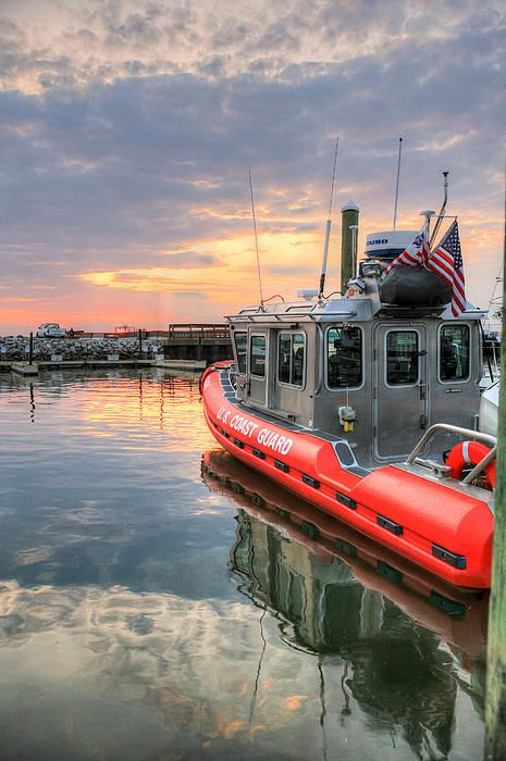 A Coast Guard Defender class boat on the Potomac River in Washington DC.