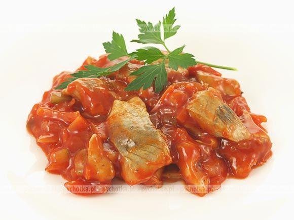 Śledzie duszone w sosie pomidorowym