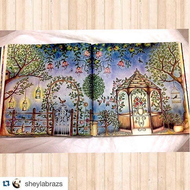 Instagram media florestaencantada2 - Gente olha que linda essa página dupla da @sheylabrazs, dá vontade de entrar nesse cenário, muito lindo!  (Fundo feito com giz pastel seco)  -------------------------------------------------- Meu cantinho secreto desse jardim... #jardimsecreto #jardimsecretoinspire #florestaencantada #florestaencantada2 #enchantedforest #colouringbook #johannabasford -------------------------------------------------- Envie sua arte por direct ou #Florestaencantada2