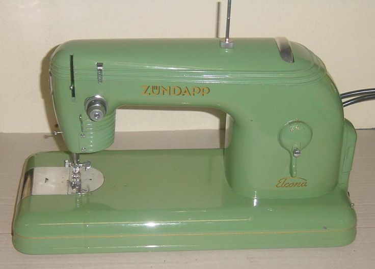 62 best old naaimachines images on pinterest antique for Machine a coudre 1950