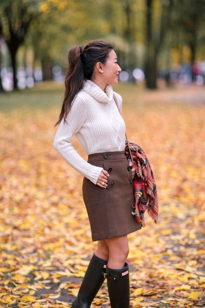 cable knit sweater tucked into olive skirt // fall preppy outfit ideas boston