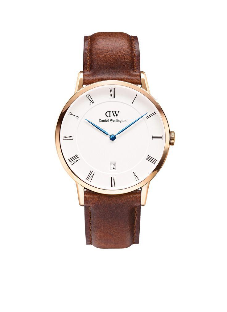 Horloge Dapper St Mawes van Daniel Wellington. De Dapper horloges zijn tot in de puntjes afgewerkt met nieuwe details zoals de index met Romeinse uuraanduidingen, blauwe wijzers en een datumweergave. Model: 1100DW