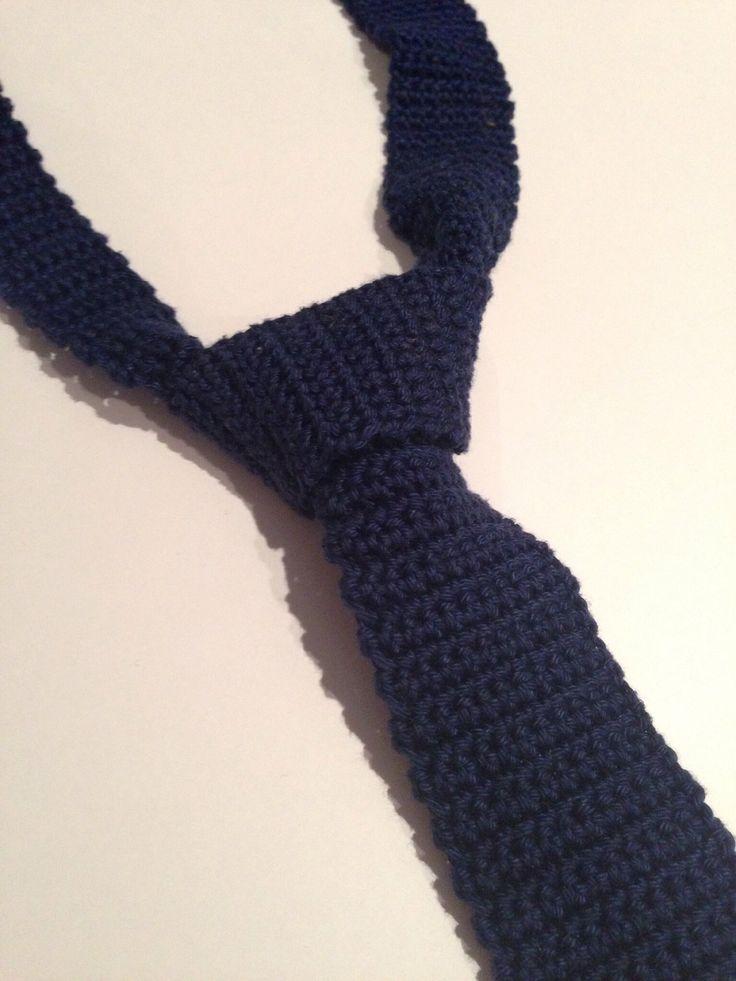 Før jul hæklede jeg et slips til min kæreste til hans pakkekalender. Han blev rigtig glad, og jeg tror bestemt ikke, at det er sidste gang, at jeg hækler et til ham – det blev nemlig flittigt…