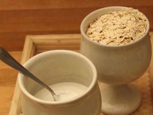 Come farsi lo yogurt in casa: la ricetta vegan con il latte di avena