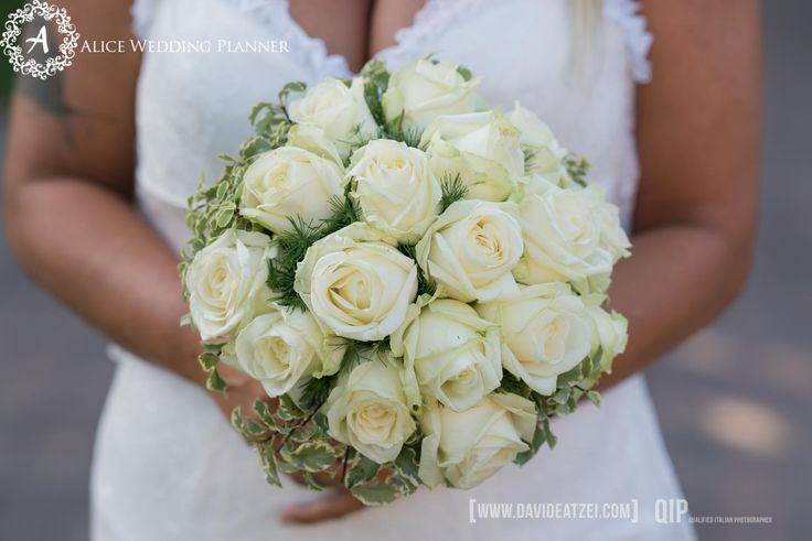 Wedding bouquet Cala Sinzias Cagliari #cagliari #weddingbeach #bouquet  www.aliceweddingplanner.com