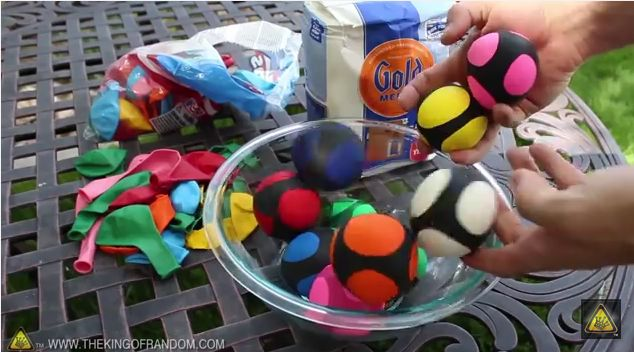 Therapy Fun Zone: Make Your Own Squishy Ball. Pinned by SOS Inc. Resources. Follow all our boards at pinterest.com/sostherapy/ for therapy resources.