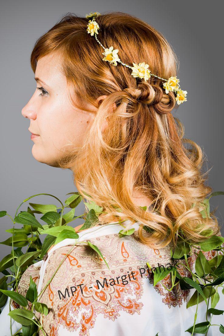 #longhair #oktoberfestfrisur #volksfestfrisur #summerhairstyle #blumenimhaar #hippiestyle #flowerhair #locken #curls #curlyhair