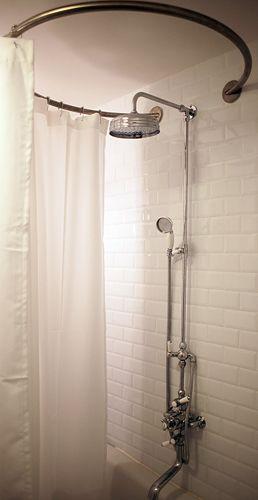 Best 25 baignoire sabot ideas on pinterest d cor de salle chevron baignoi - Rideau de douche vintage ...