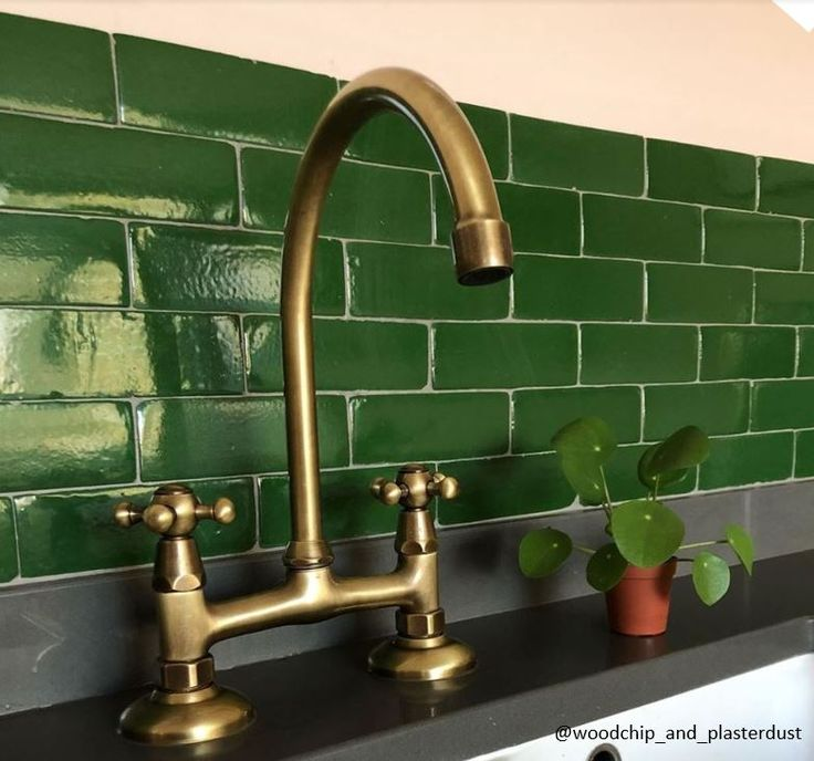 BT49 traditional kitchen tap with curve swivel spout in