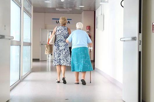 Asistenta para persona mayor labores de casa, acompañar al medico, salir a comprar, etc. 3 dias de lunes a viermes   https://www.domestiko.com/presupuestos/empleo/12858/asistenta-at-jose-rubio-santiago/