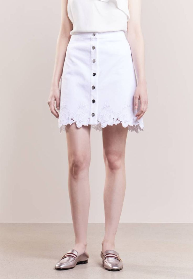 """Club Monaco. VIDYA - Denim skirt - pure white. Fit:regular. Our model's height:Our model is 68.5 """" tall and is wearing size 8. Outer fabric material:98% cotton, 2% spandex. Care instructions:machine wash at 30°C,Machine wash on gentle cycle. Pa..."""