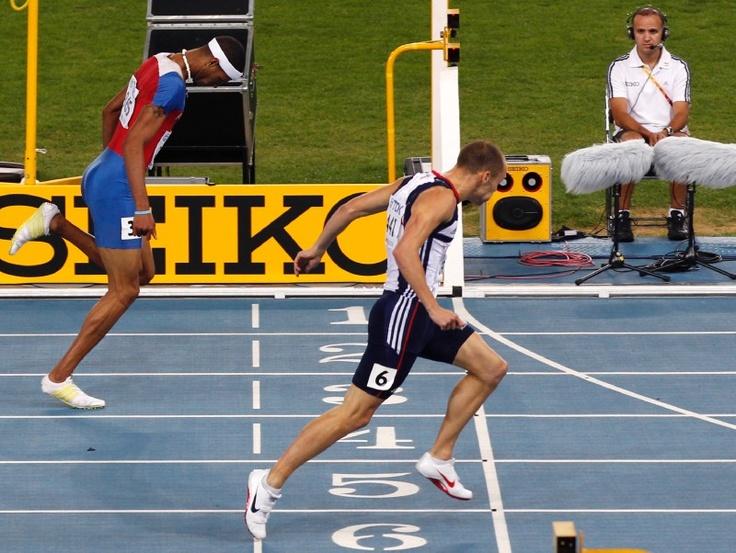 16.En septiembre de 2011, se llevó la medalla de plata al llegar en segundo lugar en la final de los 400 metros con vallas del Mundial de Atletismo de Corea del Sur. (AP/Shuji Kajiyama)