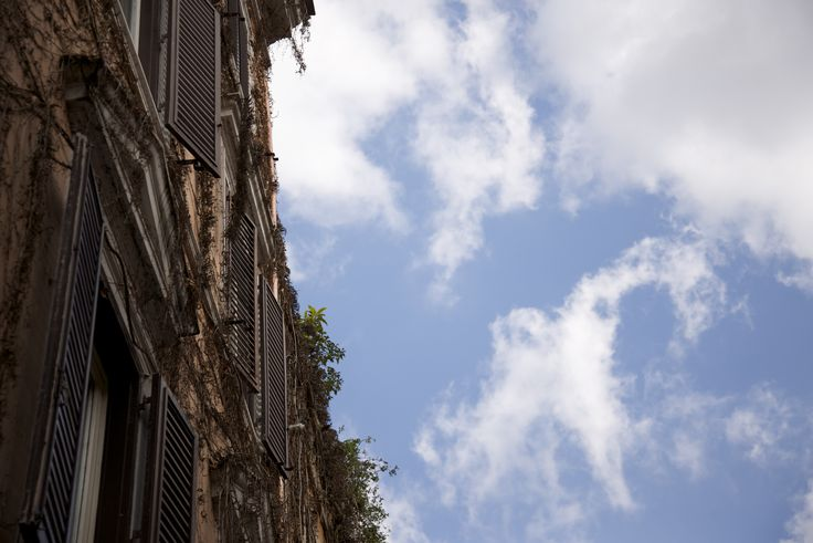 People living in #Rome concentrate to much on daily duties that they sometimes forget to raise their heads and look at the #sky.